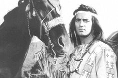 Pierre Brice in der Rolle von Karl Mays Winnetou auf einem undatierten Archivbild.