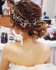 hair / yuudai ︎ ︎ 1 style eyes low syon yong attached a twig accessory に to the sinusoid of undulating texture hair / yuudai ︎ ︎ 1 style eyes low syon yong attached a twig accessory に to the sinusoid of undulating texture Prom Hair Updo, Curly Wedding Hair, Bridal Hair Updo, Bridal Hair Vine, Wedding Hair And Makeup, Hair Makeup, Coiffure Hair, Wedding Hair Inspiration, Stylish Hair