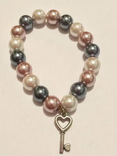 Diy Jewelry, Jewelry Making, Key To My Heart, Plastic Beads, Heart Bracelet, Bracelet Patterns, How To Make Beads, Heart Shapes, Beaded Bracelets