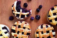 Lembra do filme My Blueberry Nights (Um Beijo Roubado)? - então essa Torta de Blueberry tem tudo a ver.