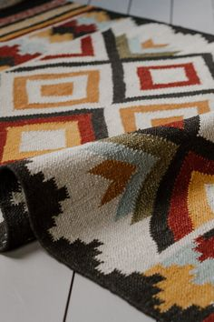 A beautiful handmade Esta kilim rug, with a contemporary geometric design, hand loomed using traditional techniques. 100 Wool, gives these fair trade rugs an incredibly hard-wearing yet yielding texture. Size x Wild West, Textiles, At Home Store, Geometric Designs, Modern Rugs, Soft Furnishings, Kilim Rugs, Decoration, Rugs On Carpet
