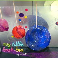 """Paisaje lunar de """"Óscar y los gatos lunares"""" de Lynda Gene Rymond y Nicoletta Ceccoli. Editado por Thule."""