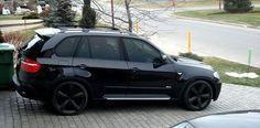 BMW with rims- if I had to drive an SUV, it'd be this - voiture 2019 Suv Cars, Car Car, My Dream Car, Dream Cars, Bmw X5 E70, Toyota Rav4 Hybrid, Suv Comparison, Motor Works, Luxury Suv