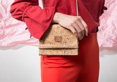 MEGALOMANIA, Korkmultibag, Sack and Pack Collection.  Die Korksacks sind Allrounder in schlichter Form. Das Naturmixgewebe aus Kork und Jute ist robust und wasserabweisend. Man kann sie seitlich oder auf dem Rücken tragen. Wir verzichten ganz auf metallische Verschlüsse somit sind die Taschen 100% organisch. Die Taschen werden limitiert in Leipzig handgefertigt. Auch individuelle Anpassungen sind möglich. #fair #eco #limited #upcycling Form, Helping People, Jute, Happy, Bags, Collection, Leipzig, Handmade, Repurpose