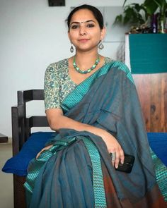 Check out thse stunning stylish handloom sarees that can make your summers more comfortable and soothing. Organza Saree, Cotton Saree, Indian Beauty Saree, Indian Sarees, Ethnic Fashion, Indian Fashion, Women's Fashion, Saree Dress, Sari
