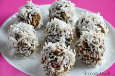 No-bake balls are a favorite dessert for many of us, especially because of their easy and quick preparation. Another bonus is that they are often full of nutrients and very tast. Sin Gluten, Desserts Sains, Dried Plums, Cinnamon Almonds, Prune, Cooking Recipes, Healthy Recipes, C'est Bon, Christmas Desserts