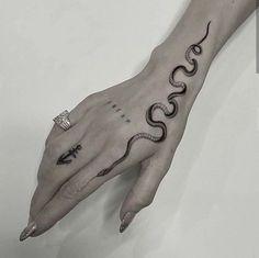 Arm Tattoos Snake, Finger Tattoos, Body Art Tattoos, Tribal Tattoos, Girl Tattoos, Tatoos, Snake Around Arm Tattoo, Small Snake Tattoo, Dainty Tattoos