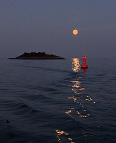 Full Moonrise over Salem Harbor, Misery Island, Beverly, MA. By photoholic.