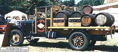 Nash Discloses Six Torpedo, véhicule utilitaire de 1917  La Nash Discloses Six - Torpedo, cette ancienne voiture utilitaire fut construite en 1917, carrosserie camionette 3 places à plateau - moteur 6 cylindres de 4L.