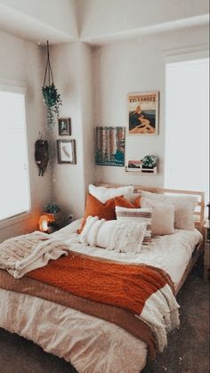 Cozy Small Bedrooms, Cream Bedrooms, Small Rooms, Small Spaces, Bedroom Small, Small Small, Small Bathrooms, Room Ideas Bedroom, Bedroom Inspo