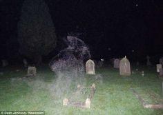 Kisértet járás – Google Kereső Spooky Halloween Pictures, Creepy Halloween, Aliens, Grim Reaper Pictures, Big Bird Cage, Ghost Soldiers, Ghost Sightings, Evil Girl, Usa People
