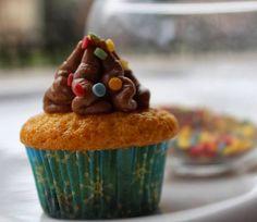 Cupcake con torrroncino e nutella  http://dirittierovesci.blogspot.it/2014/02/coriandoli-e-nutella.html