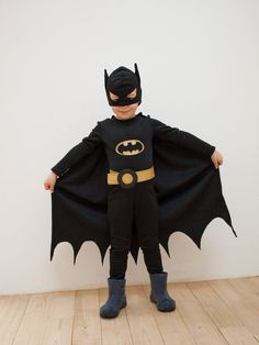 If you want to organize an unforgettable children's partyLet me share with you the best ideas of batman children's parties. Batman Costume For Boys, Batman Halloween Costume, Batman Costumes, Boy Costumes, Super Hero Costumes, Halloween Kostüm, Batman Kostüm Kind, Batman Party Supplies, Costume Garçon