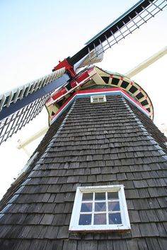 windmill up close Tilting At Windmills, Old Windmills, Blowin' In The Wind, Small Pools, Old Barns, Le Moulin, Covered Bridges, Netherlands, Around The Worlds