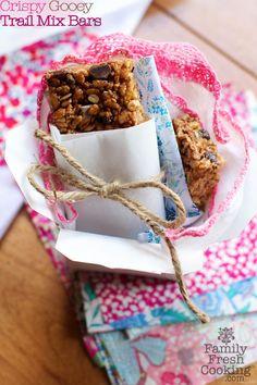 A healthy granola bar treat! FamilyFreshCooking.com © MarlaMeridith.com #snack #breakfast #projectlunchbox