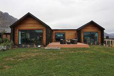 Modern Wooden House, Wooden House Design, Modern Barn House, Modern House Plans, Tiny House Design, Small House Plans, Barn Style Houses, Modern Houses, House Cladding