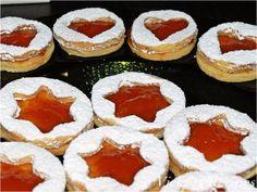 Fursecuri de Crăciun cu migdale și gem Bulgarian Recipes, Food Cakes, Easter Crafts, Cookie Recipes, Biscuits, Bakery, Cheesecake, Food And Drink, Sweets