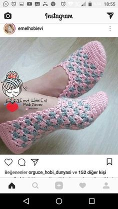 Crochet pattern espadrilles, sCrocheted Slippers (Will figure out the pattern from picture)Cute Summer Slippers Crochet FThis Pin was discovered by lol Crochet Boots, Crochet Slippers, Diy Crochet, Crochet Clothes, Crochet Gratis, Crochet Ideas, Crochet Bikini, Crochet Designs, Crochet Patterns