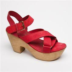 Sandalias rojas abiertas de tacón con hebilla f21c2442a370