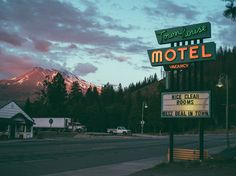 "Go on a Road trip and stay in a motel. My recent ""motel"" experience taught me better! Storyboard, Thelma Et Louise, Station Essence, Reisen In Die Usa, Foto Fantasy, Southern Gothic, The Villain, Photos, Pictures"