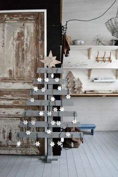 Wooden Christmas tree w/stars decor