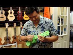 Craig Chee Tries Out Woodi Plastic Soprano Ukulele at UKE Republic - YouTube