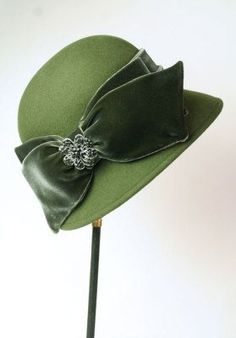 My style, totally. A green wool cloche with wide velvet bow. From the Victorian Trading Co. Romantic Outfit, Hat Boxes, Love Hat, Hat Pins, Headgear, Hats For Women, Cowboy Hats, Vintage Outfits, At Least