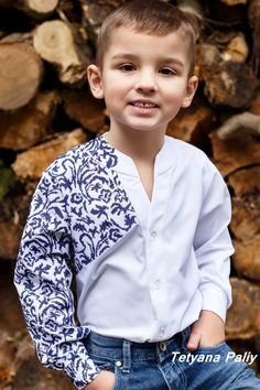 Outfits Niños, Kids Outfits, Baby Boy Fashion, Kids Fashion, Fabric Paint Shirt, Baby Boy Dress, Man Dressing Style, Batik Dress, Embroidery Fashion