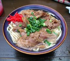 Soba: come non farsi mancare la pasta visitando il Giappone! Okinawa Soba Recipe, Okinawa Food, Japanese Noodles, Japanese Food, Japanese Recipes, Cellophane Noodles, Tempura, Asian Cooking, Rilakkuma