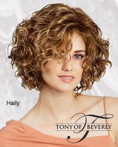 Do you like your wavy hair and do not change it for anything? But it's not always easy to put your curls in value … Need some hairstyle ideas to magnify your wavy hair? Curly Hair With Bangs, Curly Hair Cuts, Short Hair Cuts, Curly Hair Styles, 3c Hair, Short Wavy, Thin Hair, Hair Updo, Wavy Hair