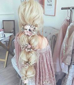 30 Enchanting Bridal Hair Accessories To Inspire Your Hairstyle - Frisuren - braut haarschmuck Wedding Hairstyles For Long Hair, Pretty Hairstyles, Updos Hairstyle, Shag Hairstyles, Hair Wedding, Hairstyle Wedding, Prom Hairstyles, Fantasy Hairstyles, Simple Hairstyles