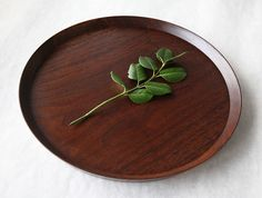 Circle Walnut Tray by Atelier tree song at OEN Shop