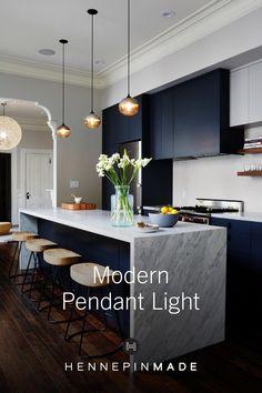 Kitchen Shop, Home Decor Kitchen, Kitchen Interior, New Kitchen, Home Kitchens, Kitchen Island, Decoration Inspiration, Contemporary Kitchen Design, Pendant Lights