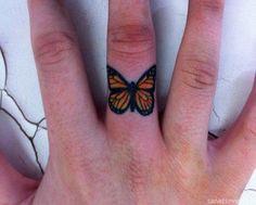 Kelebek parmak dövme modeli