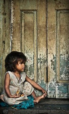 Poverty in children is so sickening in light of how much food and resources are in the world. Poor Children, Precious Children, Beautiful Children, Kids Around The World, People Around The World, Around The Worlds, Children Photography, Portrait Photography, Poverty Photography