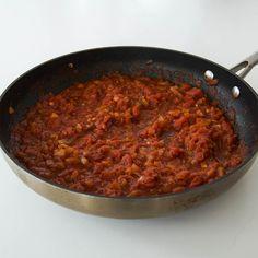 Tacosås - Recept på egen tacosås till fredagstacosen - Johans mat Hummus, Chili, Tacos, Soup, Chili Powder, Chilis, Soups, Chile, Capsicum Annuum