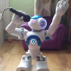 Grinch Christmas Decorations, Christmas Gifts For Kids, Family Christmas, Xmas, Crazy Robot, Robot Videos, Speech Recognition, Smart Robot, Robots For Kids