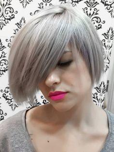 Pelo gris por Mabel Silva.Cabello decorado al máximo y luego un gris furioso de pigmento directo.