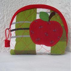 veronica / červené jabĺčko vo vrecku mám