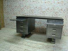 Itsthat » Industrieel 1940s gestript / gepolijst stalen Blerk bureau