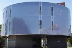 Proyecto: Centro Deportivo La Piedad | 2015 | Despacho: Jaspeado Arquitectos | Sistema: Fachada Danpalon 16 mm color #hielo #fachadas #arquitectura #diseño #innovación #calidad