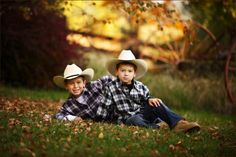heres one I think you will like cowboy brothers Little Boy Photography, Photography Mini Sessions, Teen Photography, Children Photography, Inspiring Photography, Boy Pictures, Poses For Pictures, Boy Photos, Family Pictures