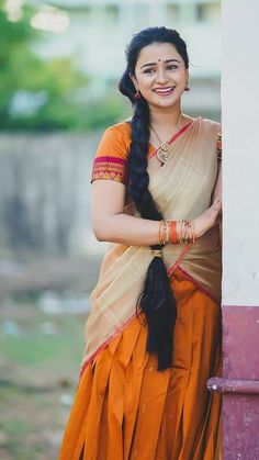 Beautiful Girl Indian, Beautiful Saree, Beautiful Indian Actress, Cute Beauty, Beauty Full Girl, India Beauty, Asian Beauty, Beautiful Housewife, Mbs