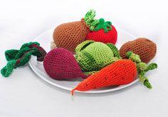 """А мне не спится чего-тоВот решила показать очередную порцию """"здоровой"""" пищиНабор прямо таки борщевой получилсяВсем витаминок! Vegitables rulezz #toy #handmade #crochet #amigurumis #amigurumi #cute #хочувhmd #handmadetoys  #вяжу #вяжутнетолькобабушки #вязание #овощи #крючком  #craft #art #instacrochet #амигуруми #рукоделие #хендмейд #vegitables #игрушкикрючком #харьков #toys_gallery #weamiguru #juliwoolly  #instafood #food #еда #t_v_r @handmade_zdes @encontrandoideias by juliwoolly"""
