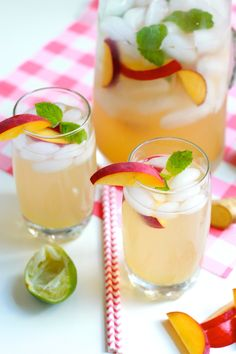 Sparkling Peach Ginger Mojitos ½ cup water ½ cup sugar 1 large piece of ginger (about 1.5 oz), peeled and chopped into chunks 3 medium peaches, sliced (reserve a few slices for garnish) 3 limes, juiced 12 ounces of rum (about 1 ½ cups) about 10 mint leaves (plus more for garnish) 6 cups ice 5 cups club soda