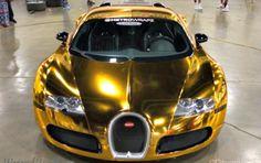 Flo Rida y su auto de oro