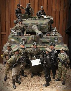 Tiger and officers' meeting: 1:6 scale