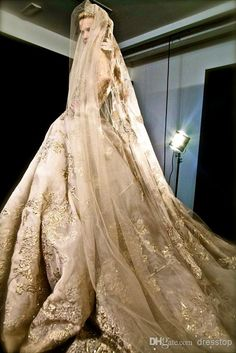 Elie Saab Gold Lace Beads Wedding Dresses With Long Sleeves Appliqued Ball Gowns Sheer Bateau Neck Chapel Train Sequins Bridal Gown