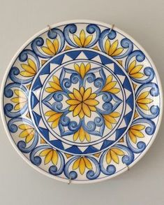 Ceramic painted by Mara Ribeiro – Santa Cerâmica - kunst Painted Ceramic Plates, Hand Painted Ceramics, Ceramic Painting, Ceramic Art, Blue Pottery, Ceramic Pottery, Turkish Plates, Art Rupestre, Pottery Painting Designs