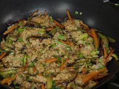Salteado de arroz yamani, vegetales y criolla de frutos secos